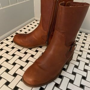 UGG leather water resistant boots in cognac!